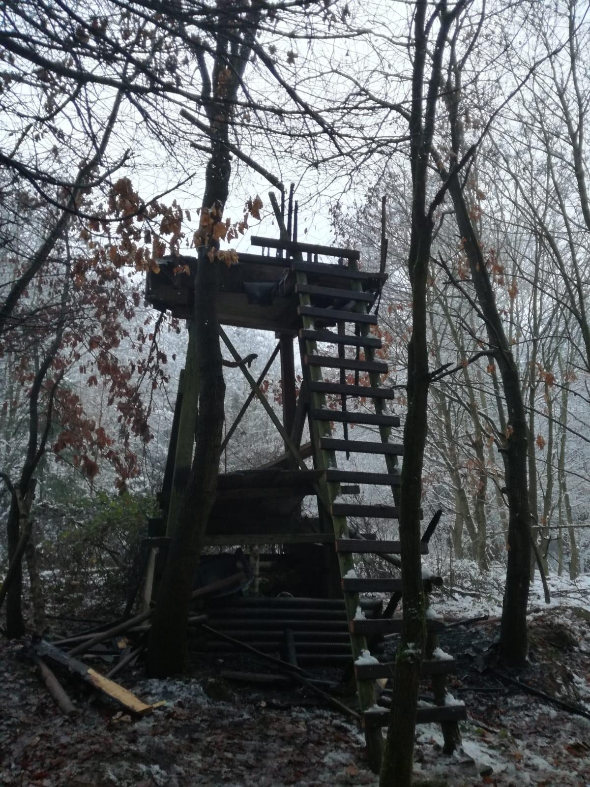 Hochsitz in Mühltal-Trautheim abgebrannt – weiterer Ansitz in Niederrad zerstört
